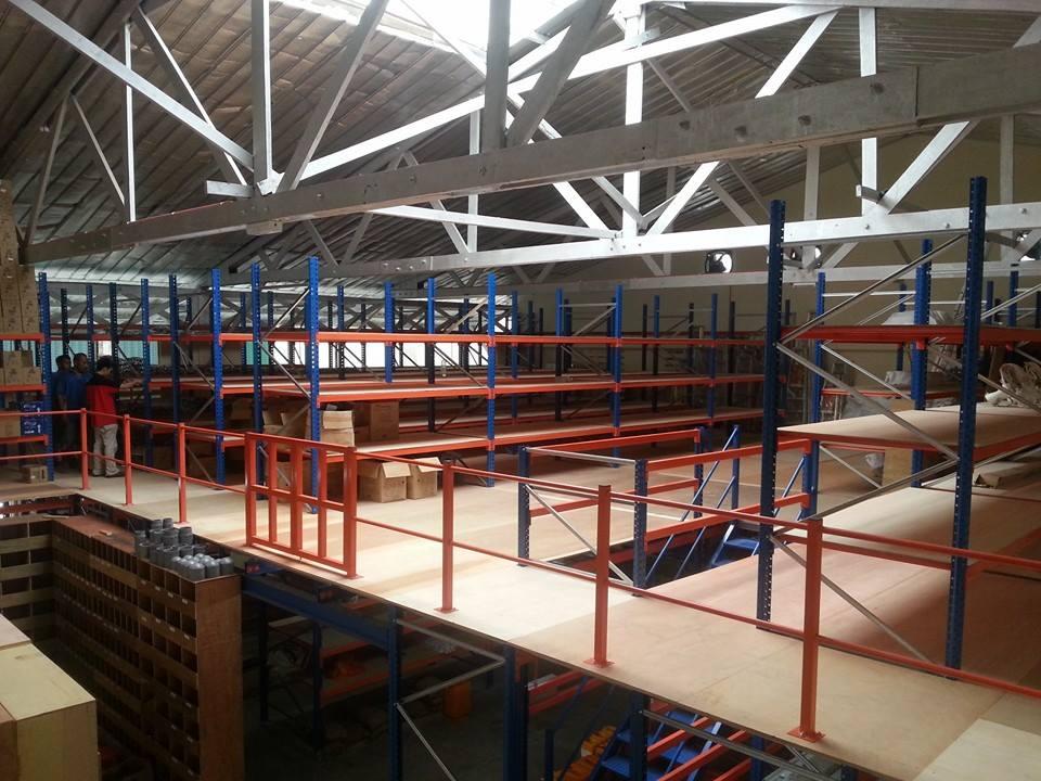 Display Rack with Top Flooring
