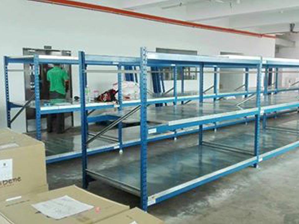 Medium Duty Long Span Racking with Steel Decking Panel